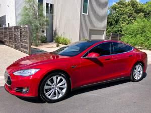 2015 Tesla 85D Model S – AutoPilot, Premium, Full Warranty (Motion Classics) $46000