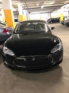 2013 Tesla model S (Inwood / Wash Hts) $33000