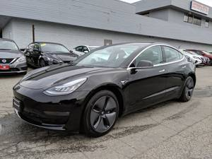 2019 Tesla Model 3 (Call (or text) Sean Parkinson 587-998-6738)