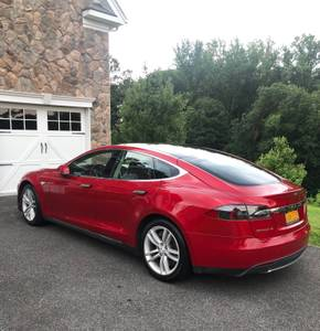 RED TESLA MODEL S 2014 (Scarsdale) $36250